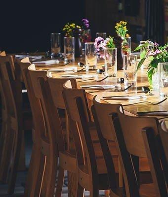 Flowers in a restaurant bu Annie Spratt for Unsplash